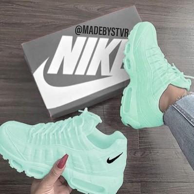 chaussure adidas nike